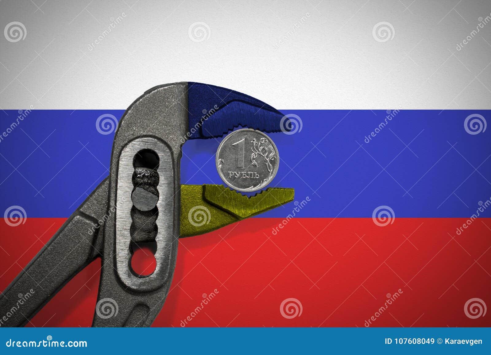 La pièce de monnaie dans l étau sur le fond du drapeau de la Russie