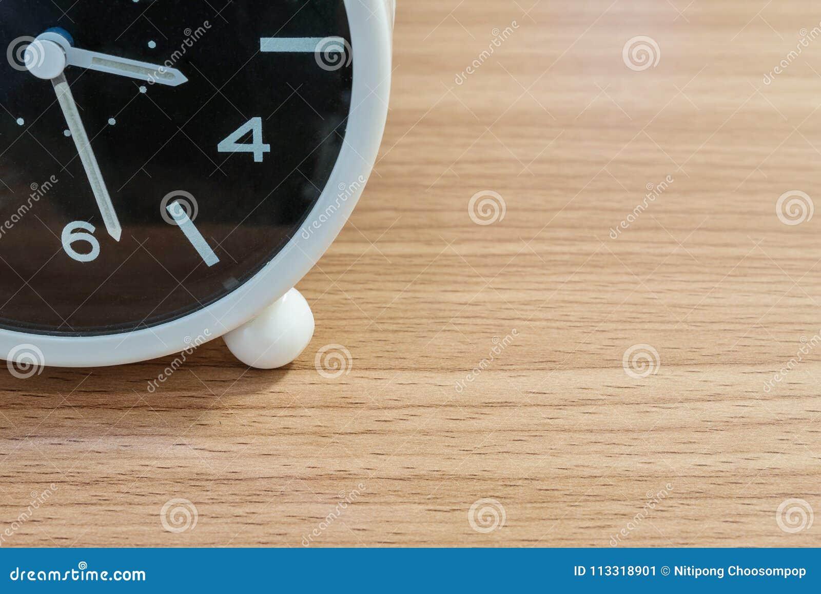 La pièce de plan rapproché de l horloge noire et blanche pour