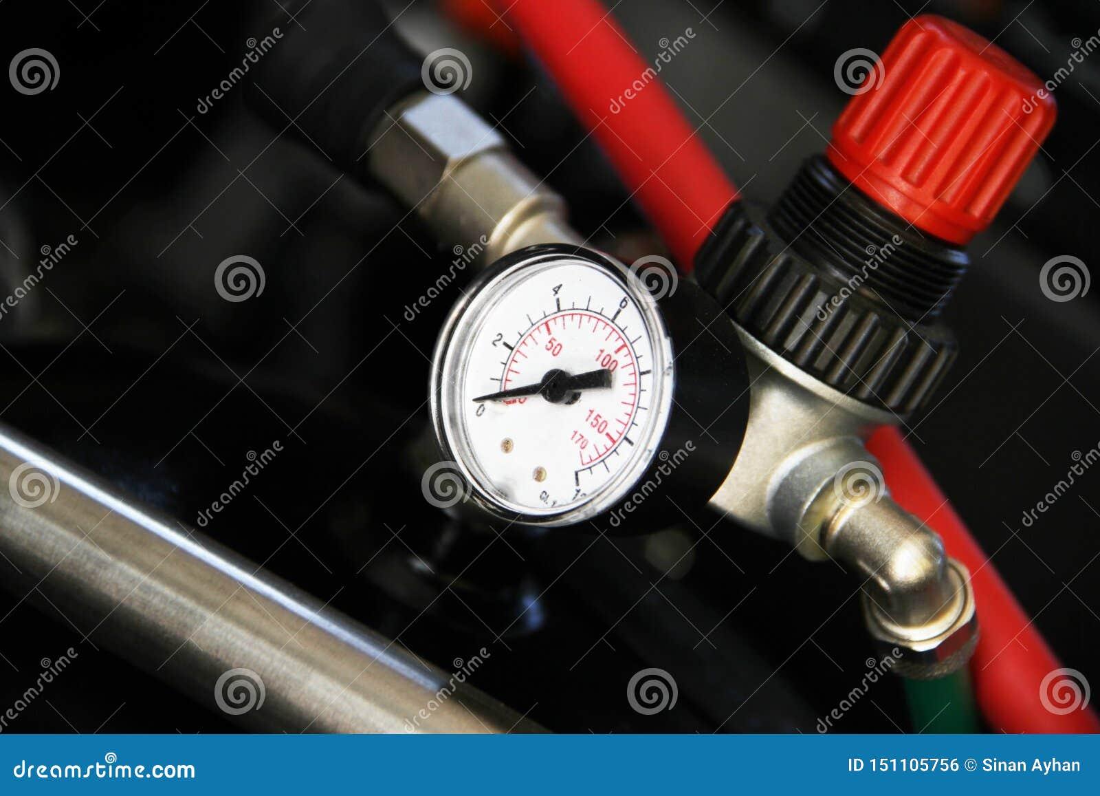 La pièce de valve et de manomètre de la machine