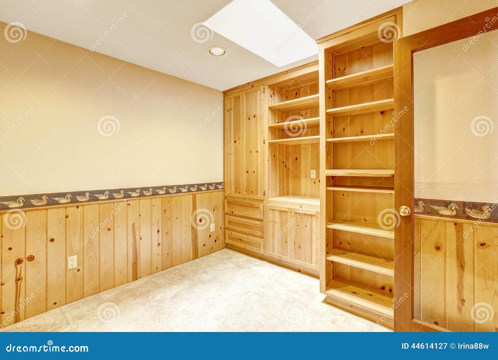 La pi ce lumineuse de bureau avec les coffrets en bois et - Piece de bureau ...