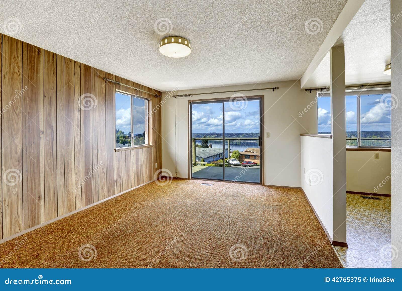 La Plinthe Du Mur la pièce vide avec la planche en bois a lambrissé le mur et