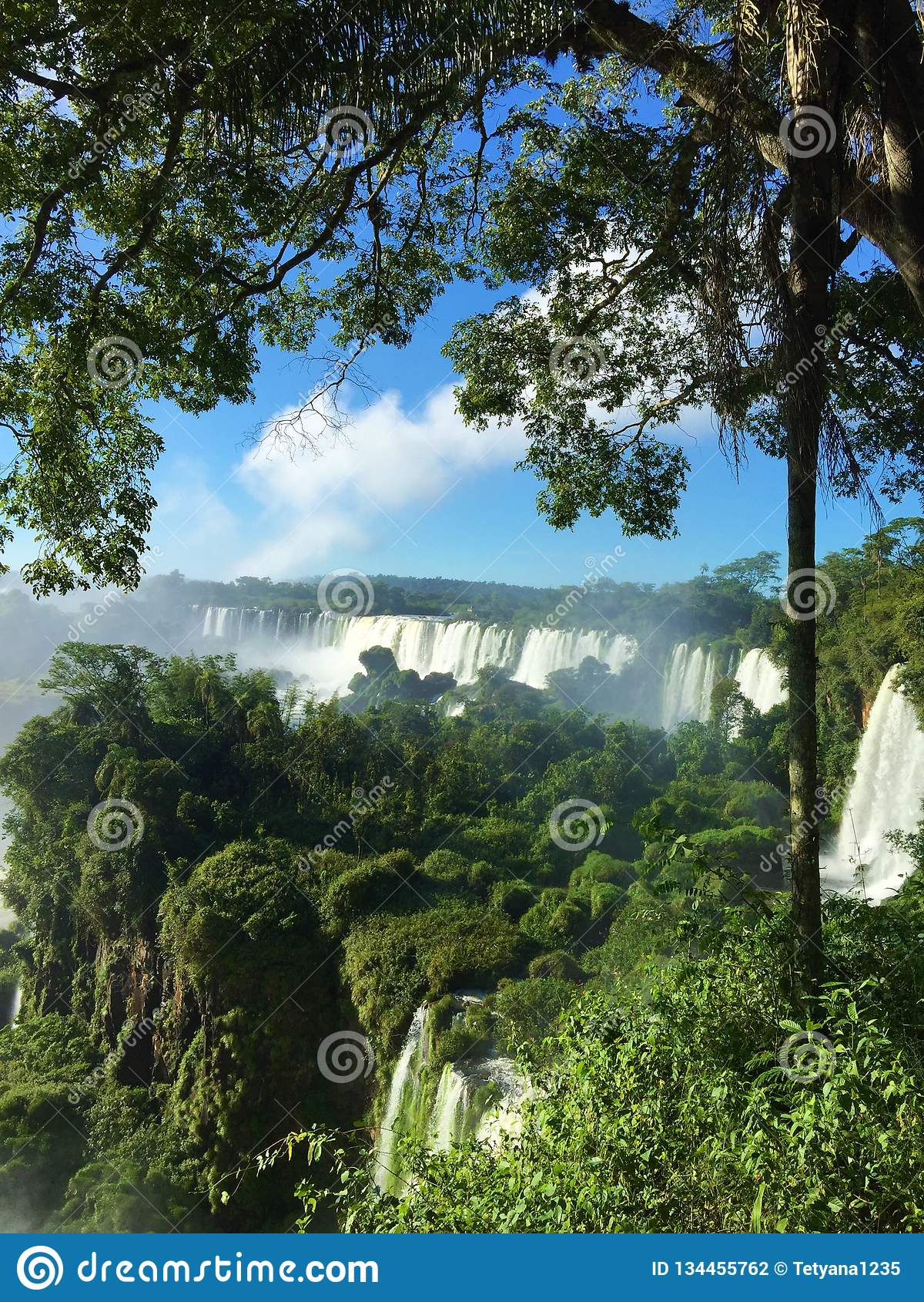 La più grande cascata nel mondo - lato delle cascate di Iguazu Argentina