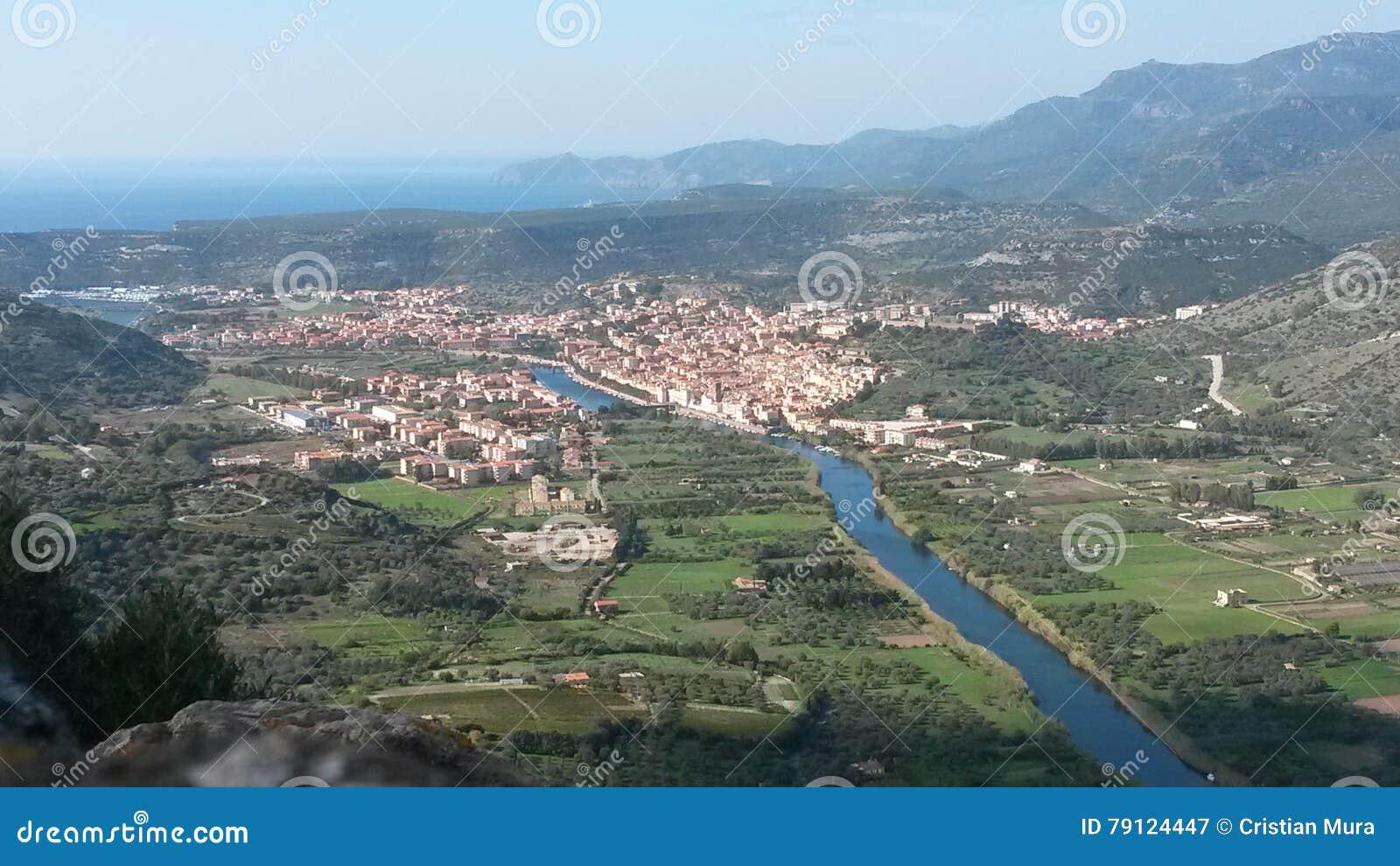 La piccola città sul fiume