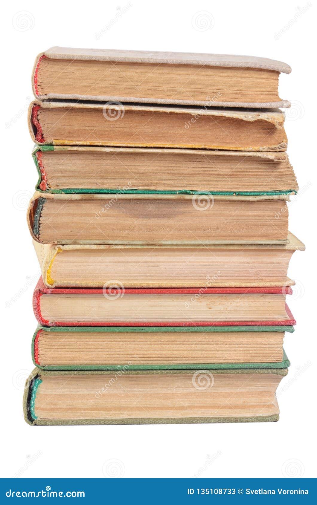 La pila de libros aislados en blanco