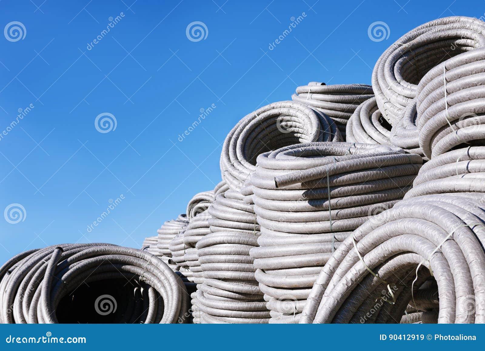 La pila di polietilene arrotolato del pvc della plastica for Tipi di tubi di plastica