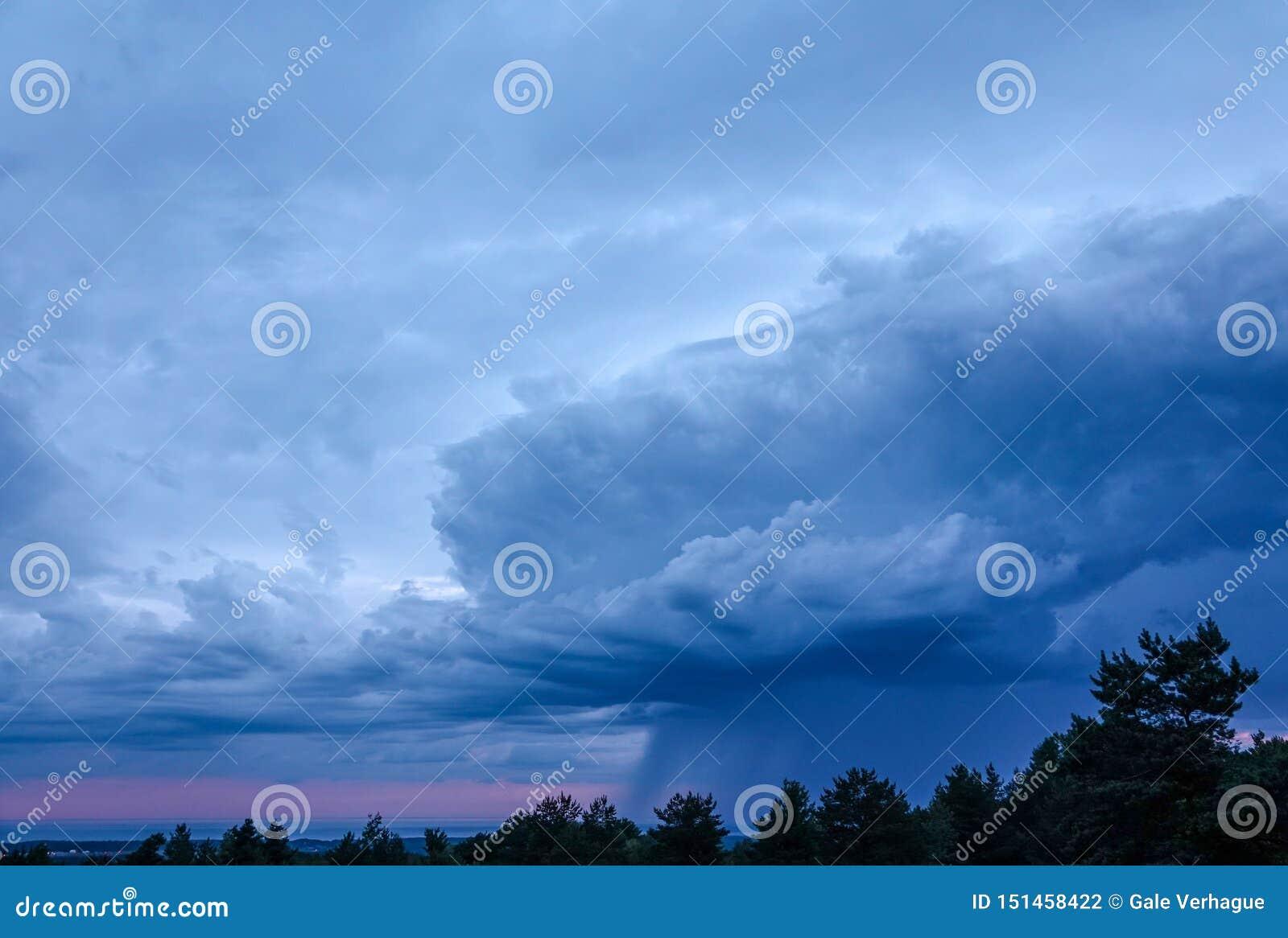 La pioggia di Nimbus si rannuvola il lago Erie