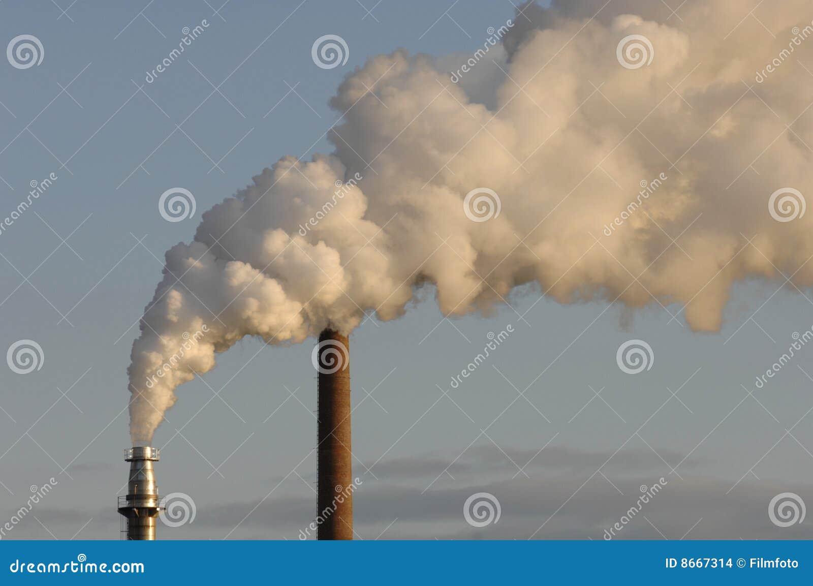 La pipe industrielle d air pollue