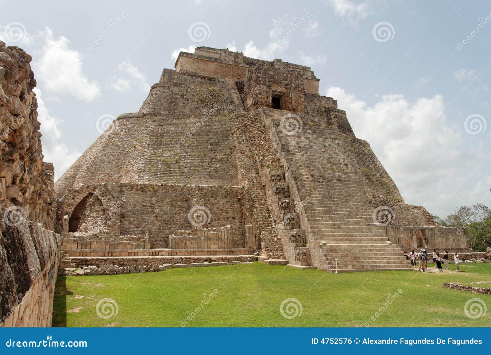 La piramide Uxmal dei maghi