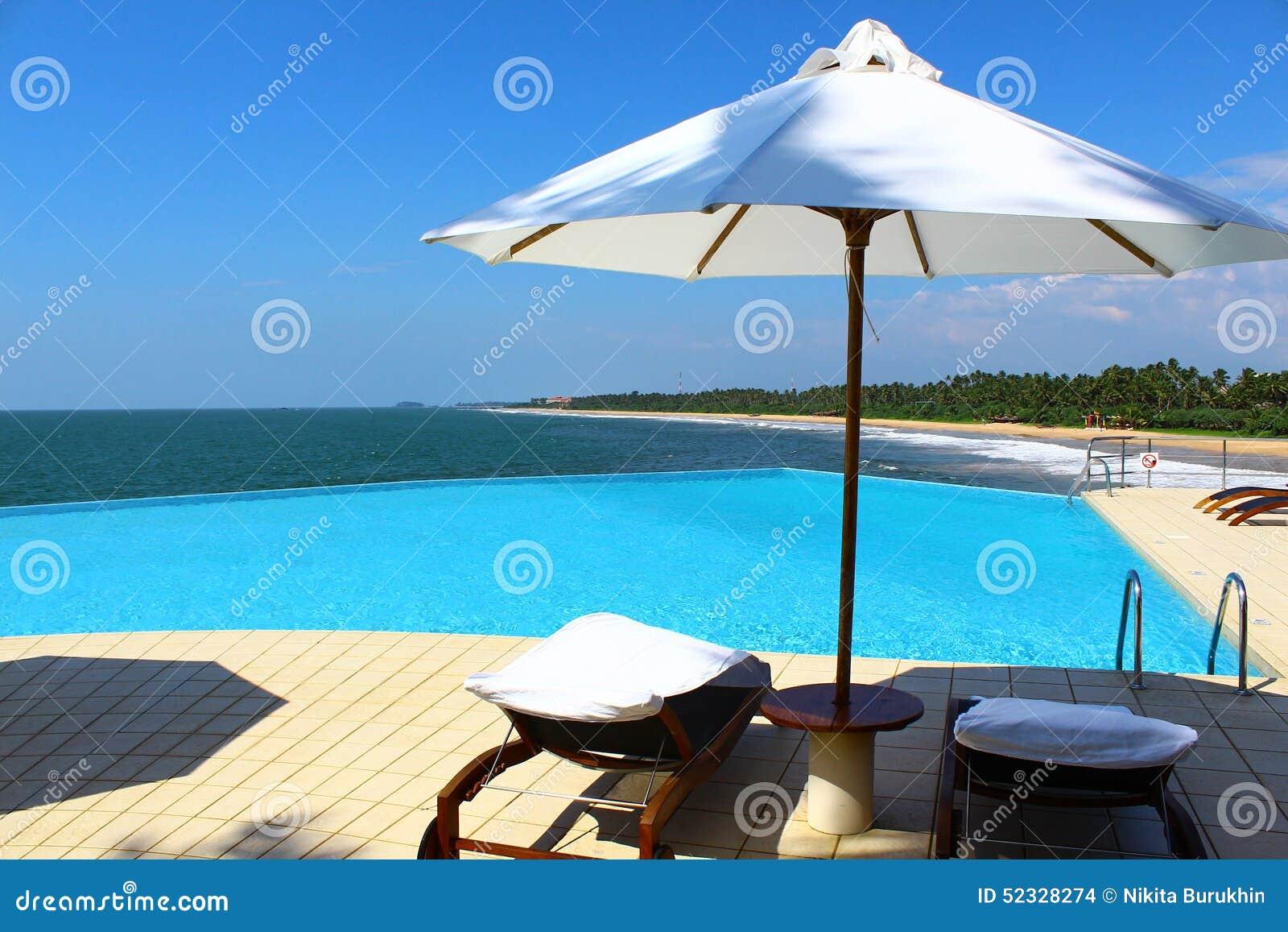 La piscina en el hotel Saman Villas