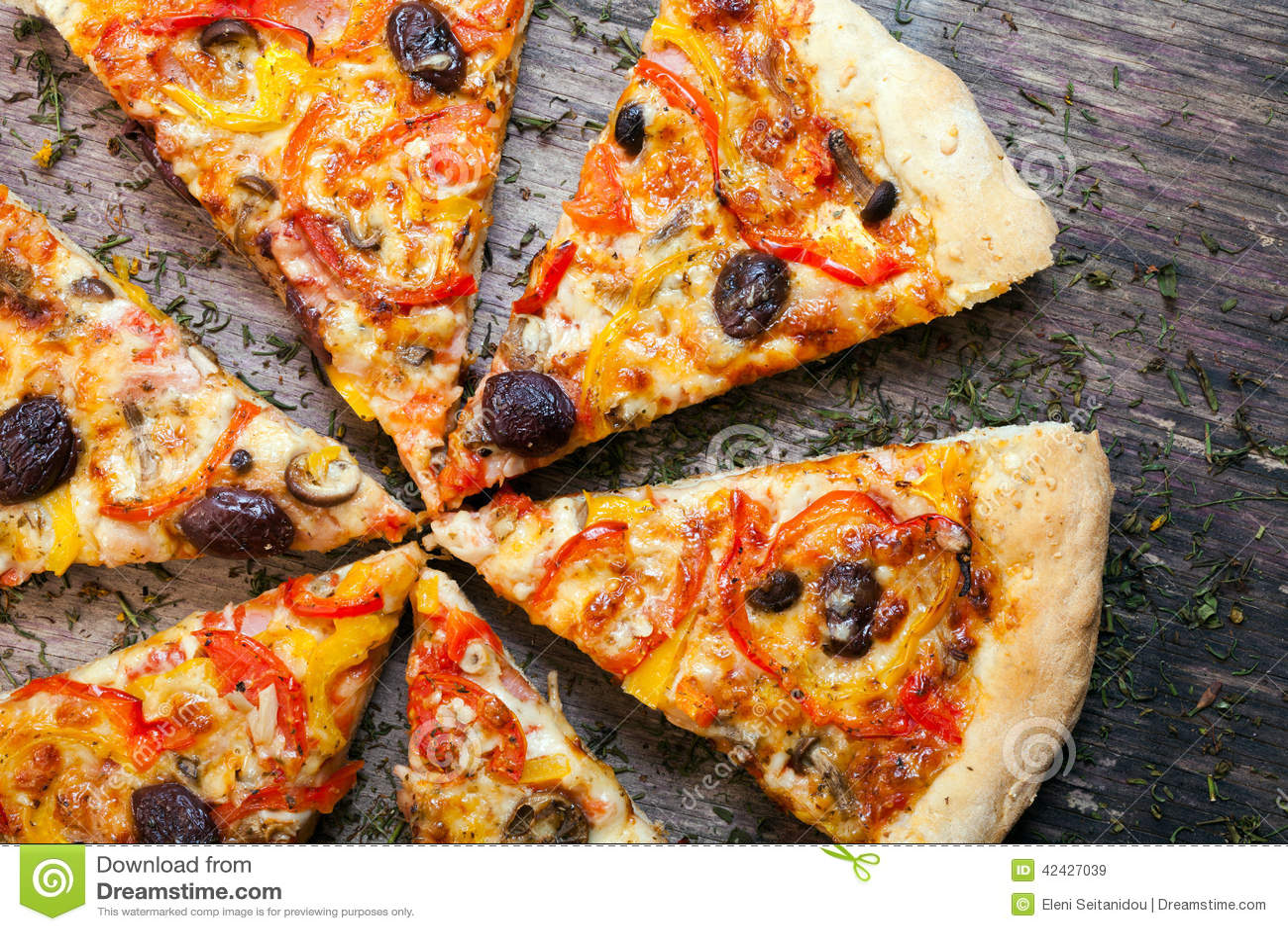 La pizza cortó en rebanadas
