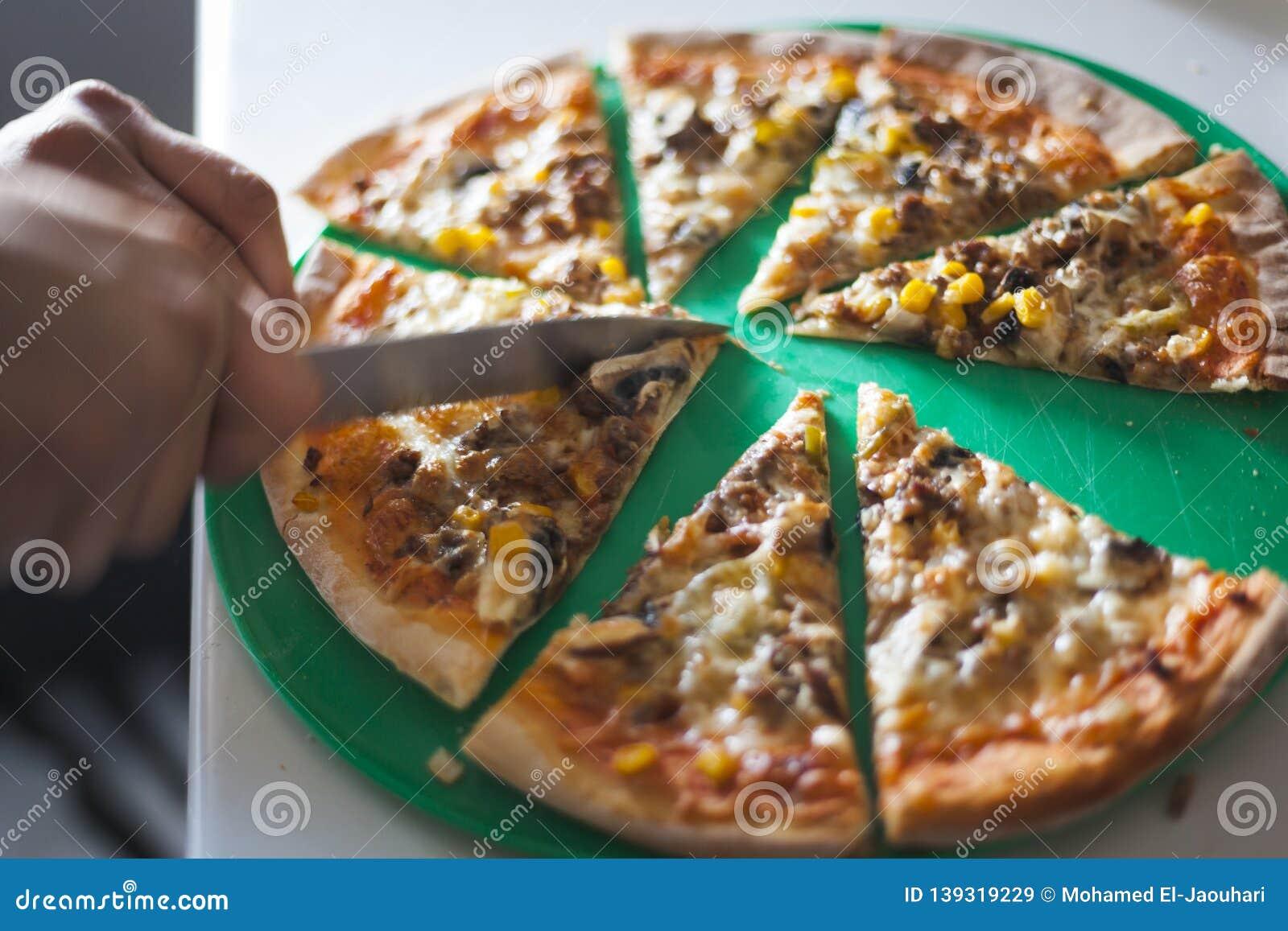 La pizza a fait cuire à la maison le concept