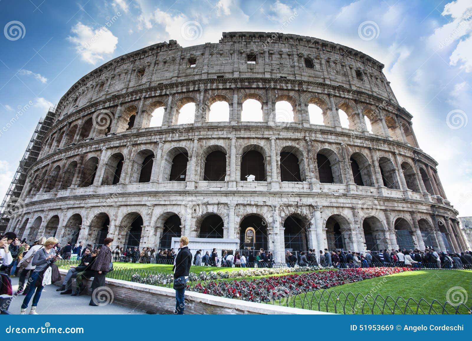 La place célèbre de Colosseum Visite guidée à pied Foule des personnes de touristes HDR