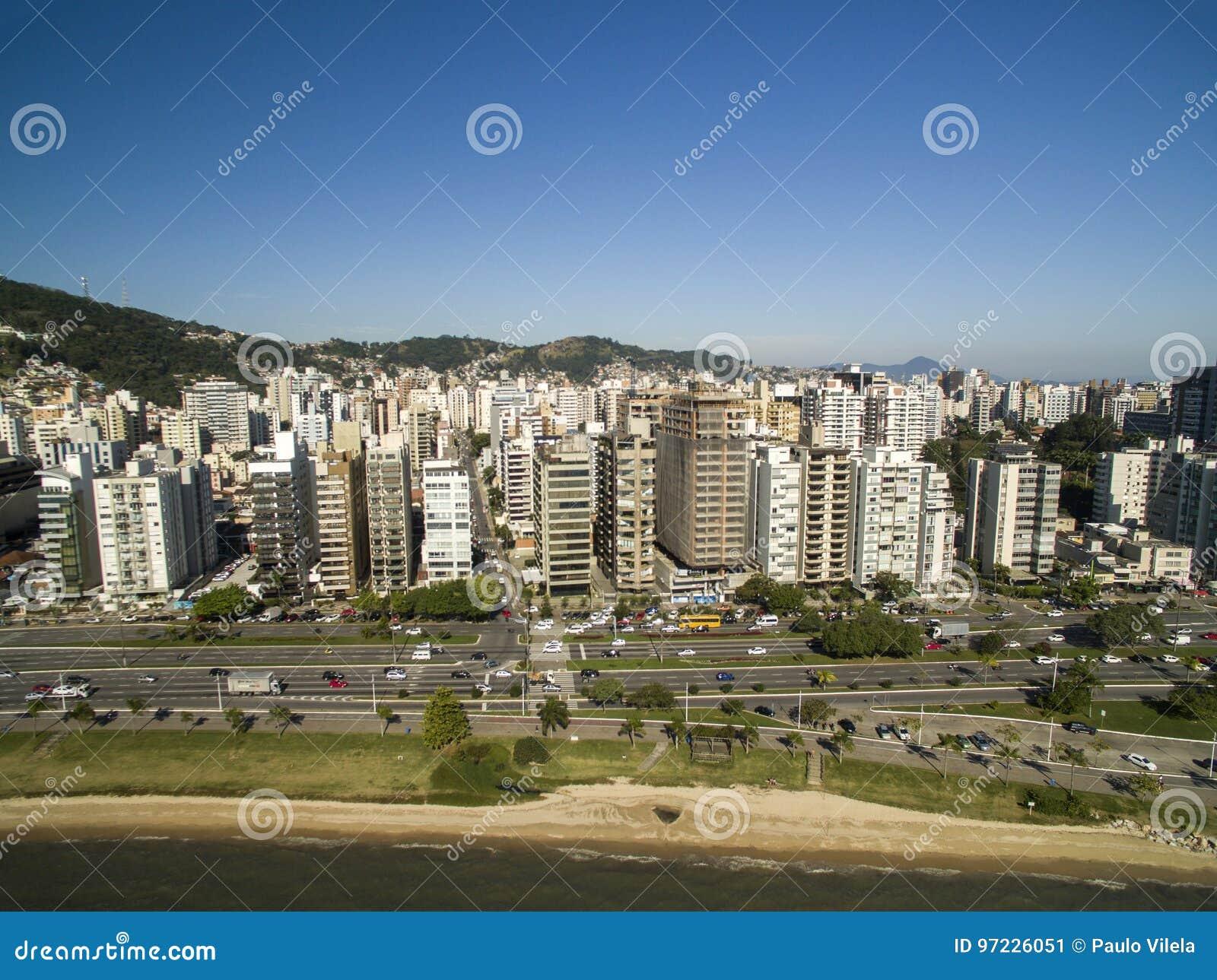 La plage et les bâtiments Beira troublent Norte/Florianopolis Santa Catar