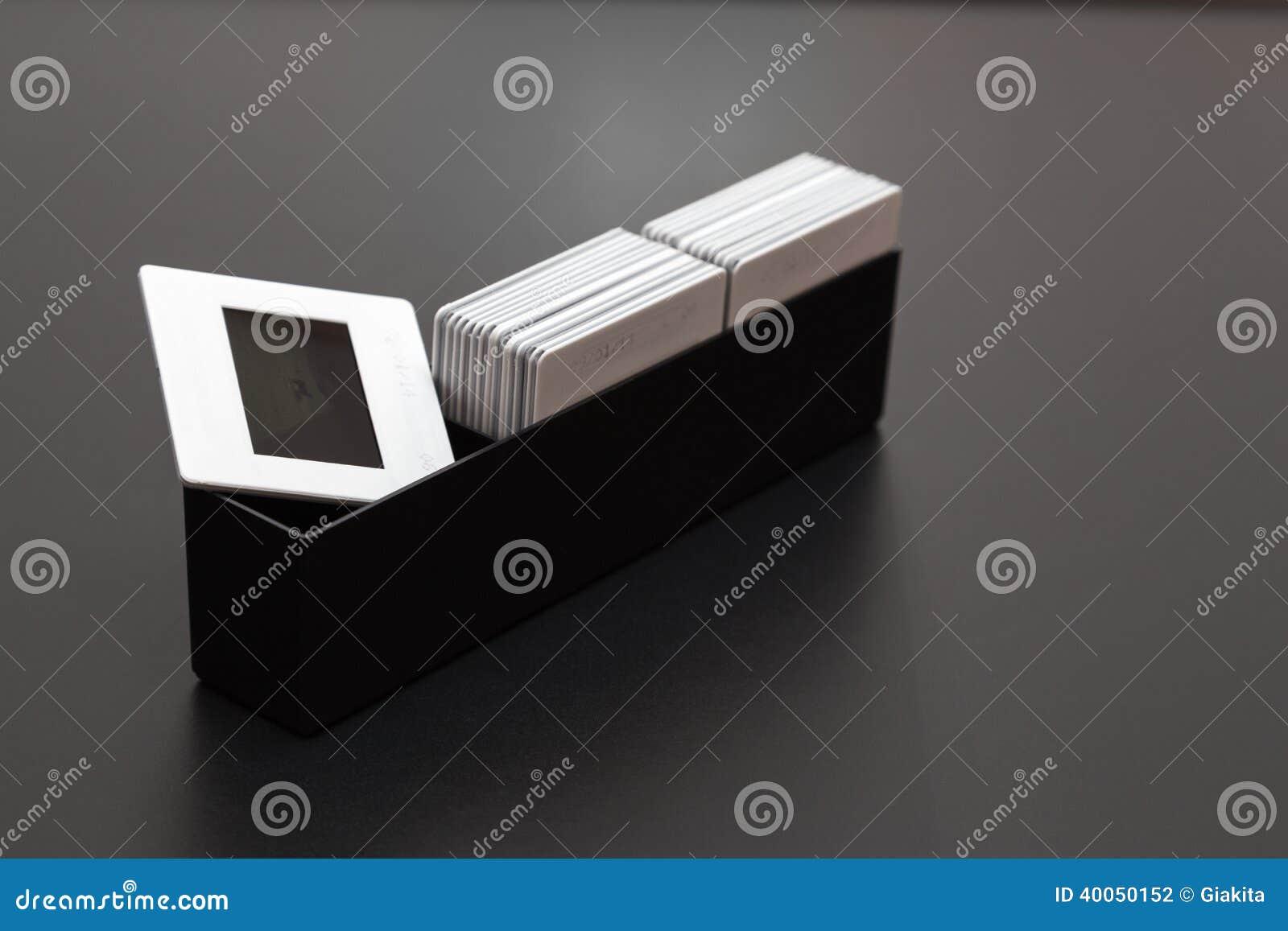La plastica fa scorrere la scatola di diapositives del film