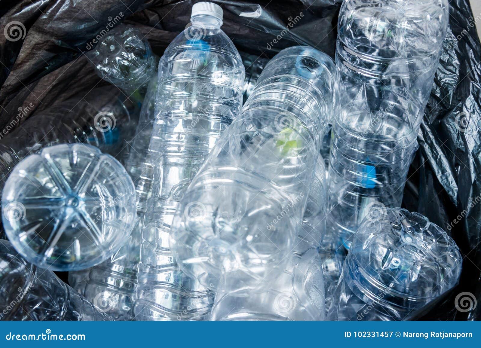 Borse Di Plastica Di Moda : La plastica imbottiglia le borse di immondizia nere che