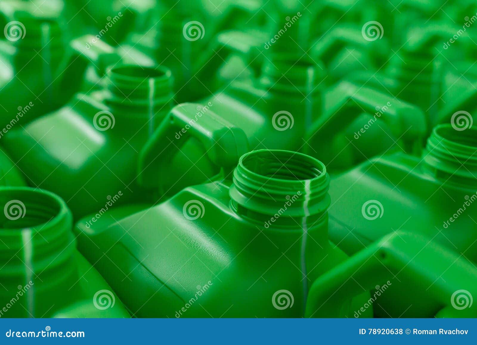 La plastica vuota inscatola il colore verde