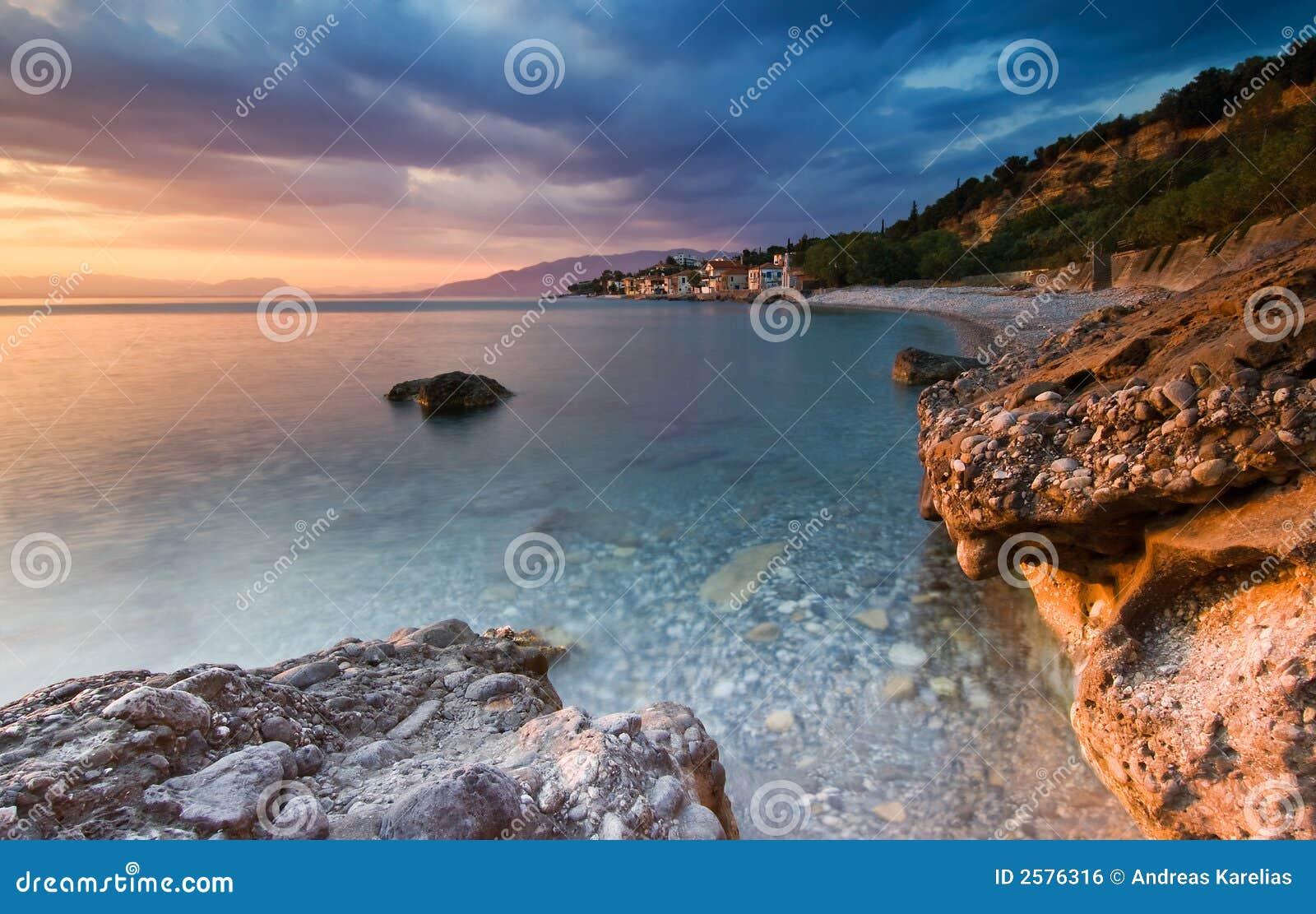 La playa en Akrogiali