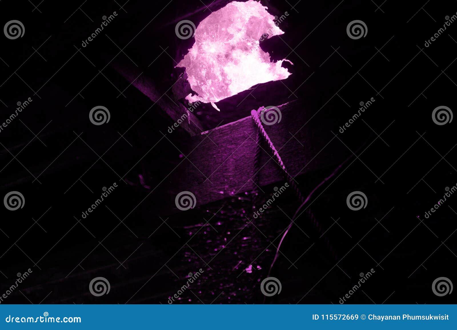 La Pleine Lune Rose Superbe Sur Le Regard De Ciel Nocturne