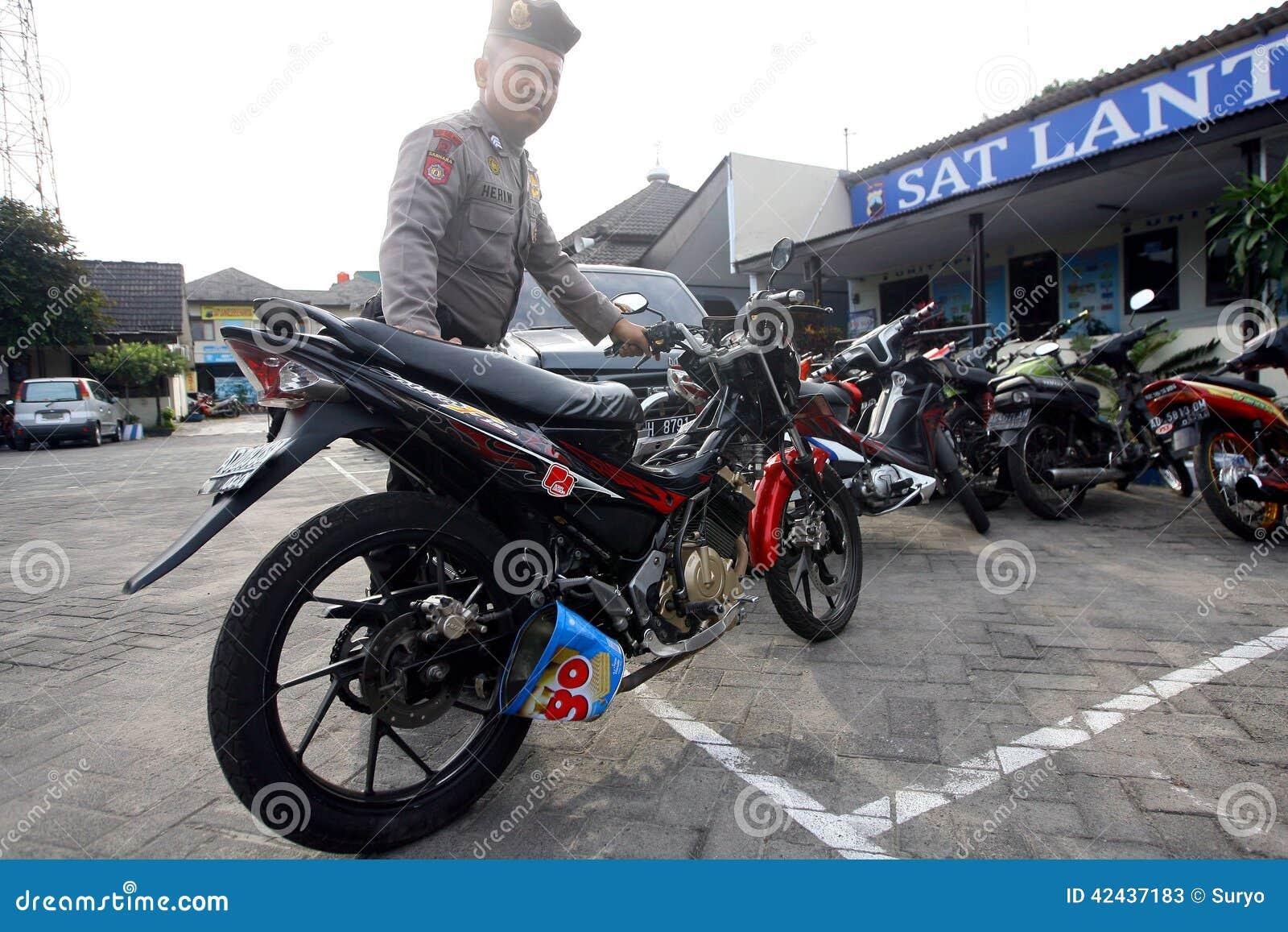 La policía arresta la motocicleta