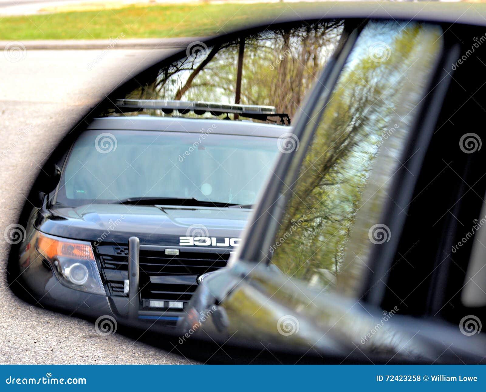 La policía para