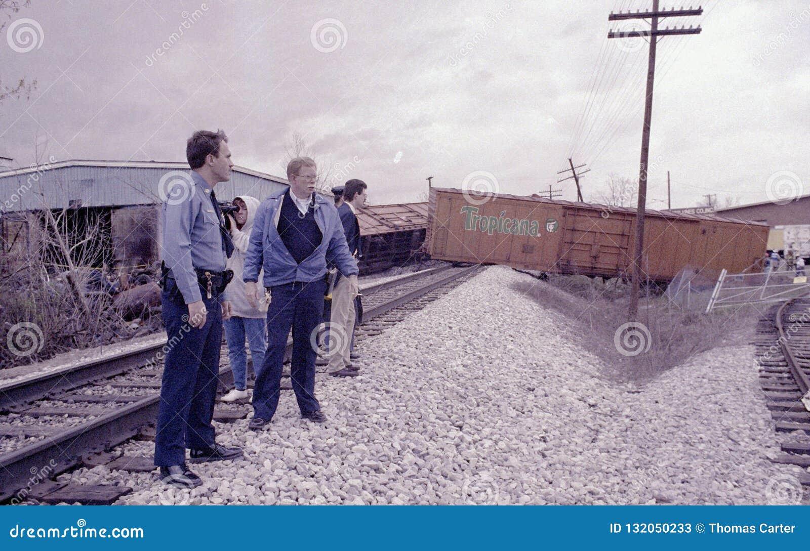La police examine un déraillement de train