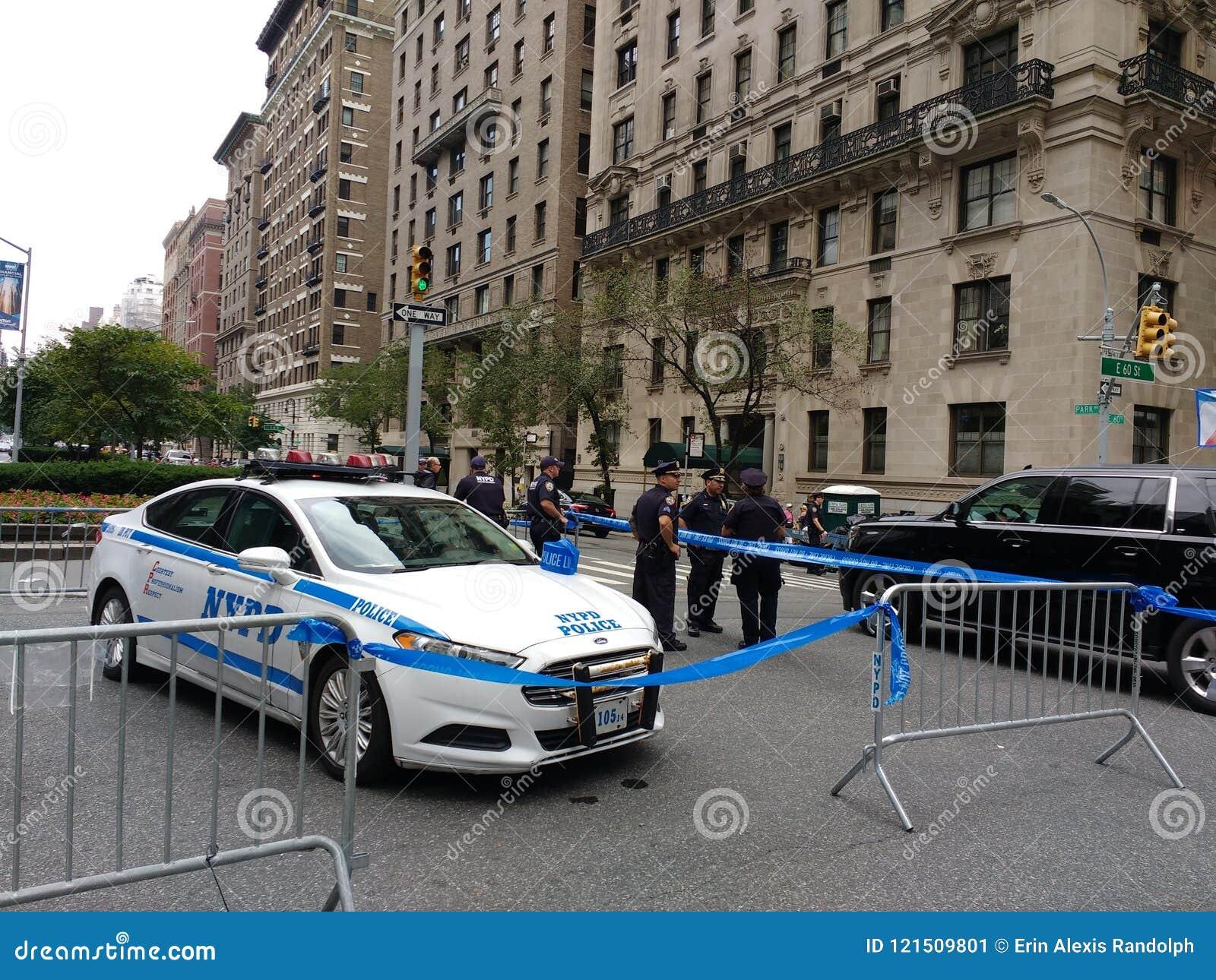 La polizia di New York blocca, il giorno di Bastille sulla sessantesima via, l alta sicurezza, NYC, NY, U.S.A.