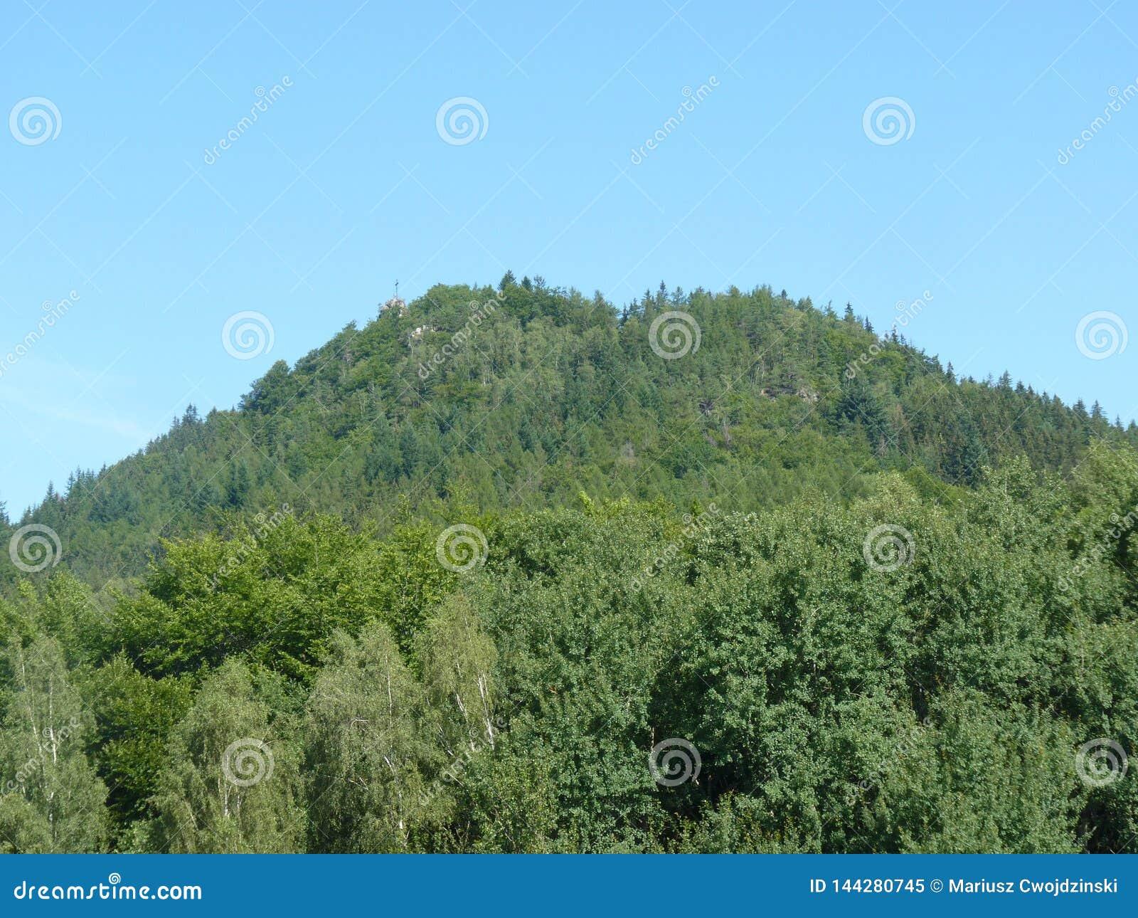 La Polonia, Rudawy Janowickie - il picco della montagna del Ra del ³ del Na GÃ del ¼ di KrzyÅ in montagne di Rudawy Janowicki