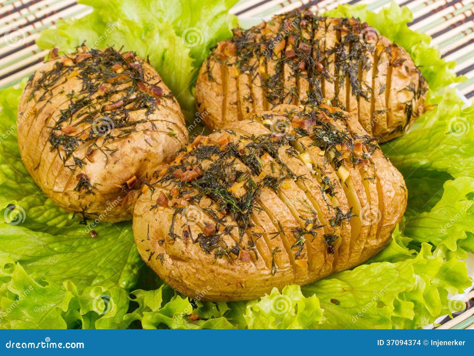 La pomme de terre cuite au four avec l 39 ail et le fenouil - Cuisiner le fenouil au four ...