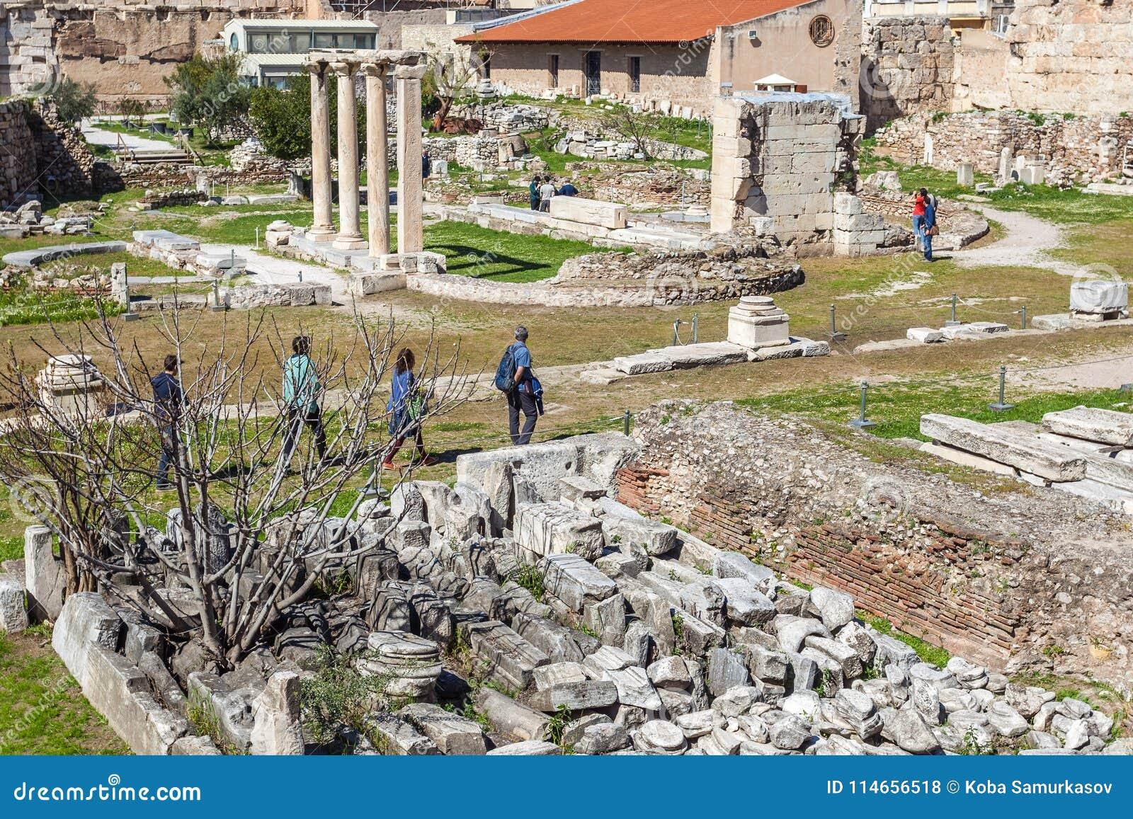 La porte d Athena Archegetis et des restes de Roman Agora a établi I