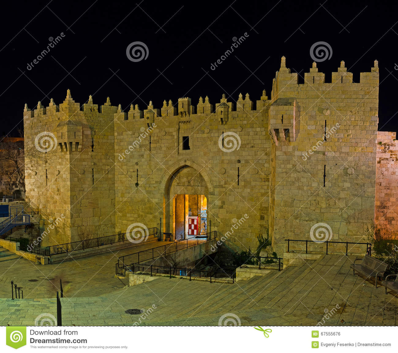 La porte de Damas dans la soirée