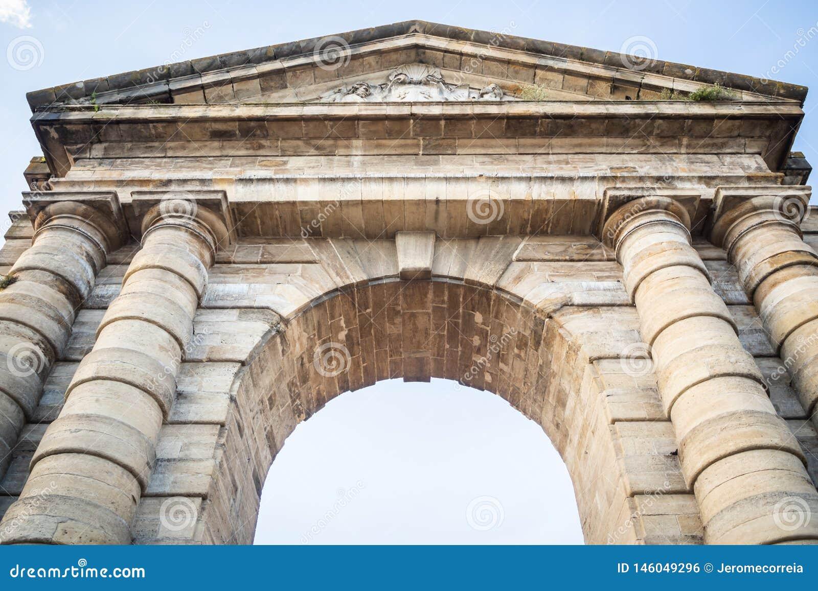 La porte de l Aquitaine inspirée par les voûtes triomphales antiques