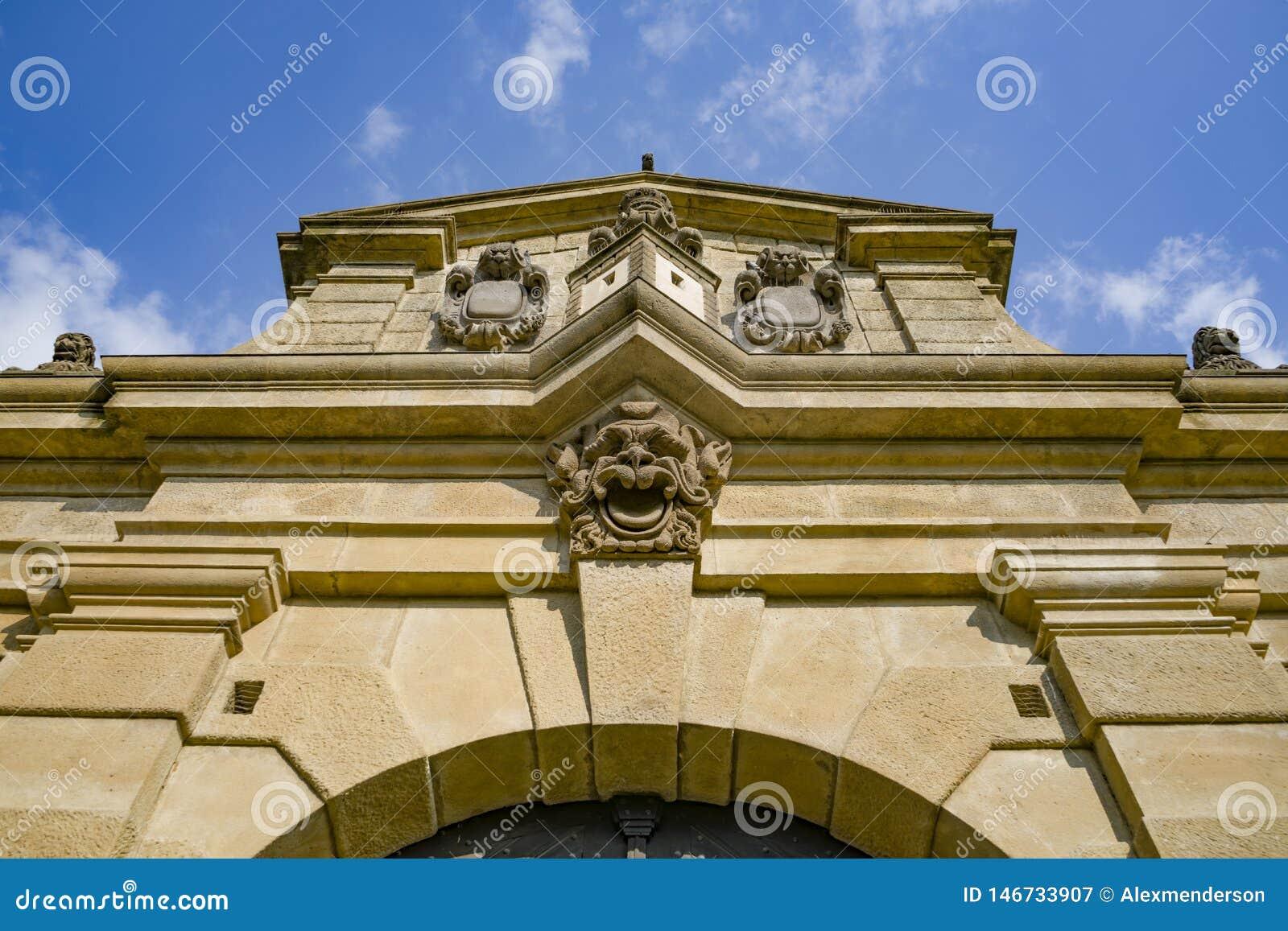 La porte de Leopold - entrée impressionnante dans le complexe intérieur d ehrad de ¡ de VyÃ… Â à Prague, République Tchèque