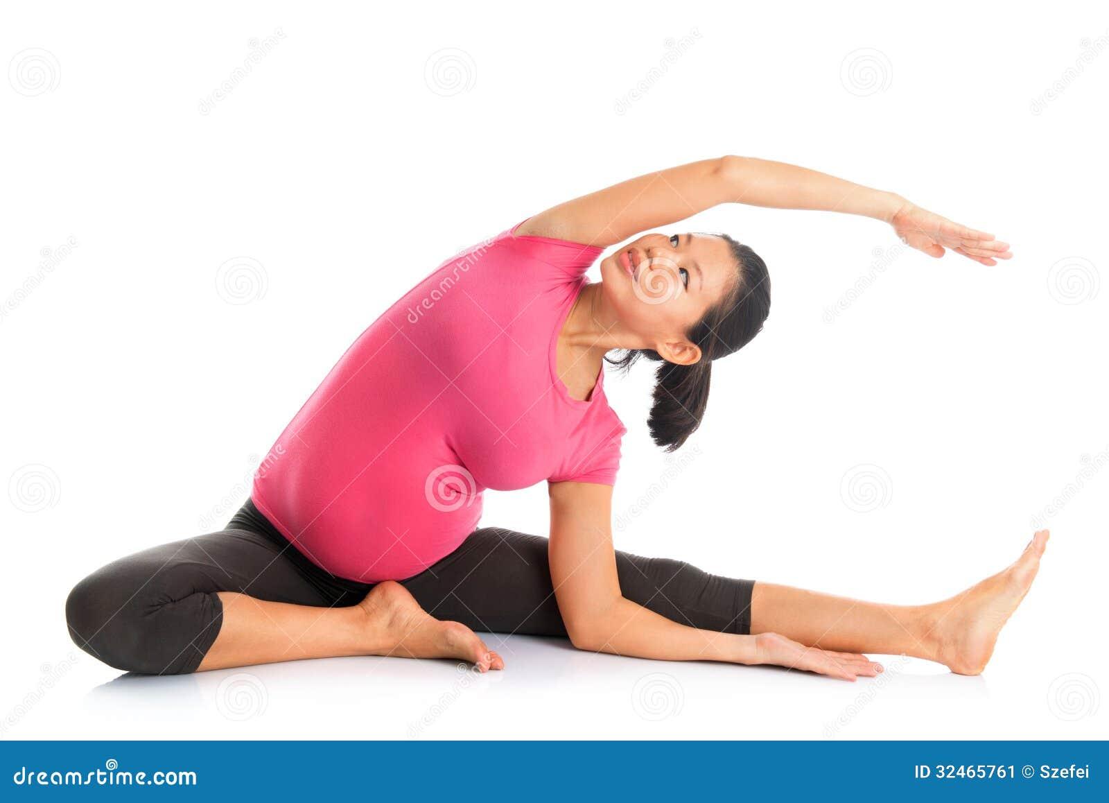 La posizione di yoga della donna incinta ha messo l allungamento a sedere laterale.