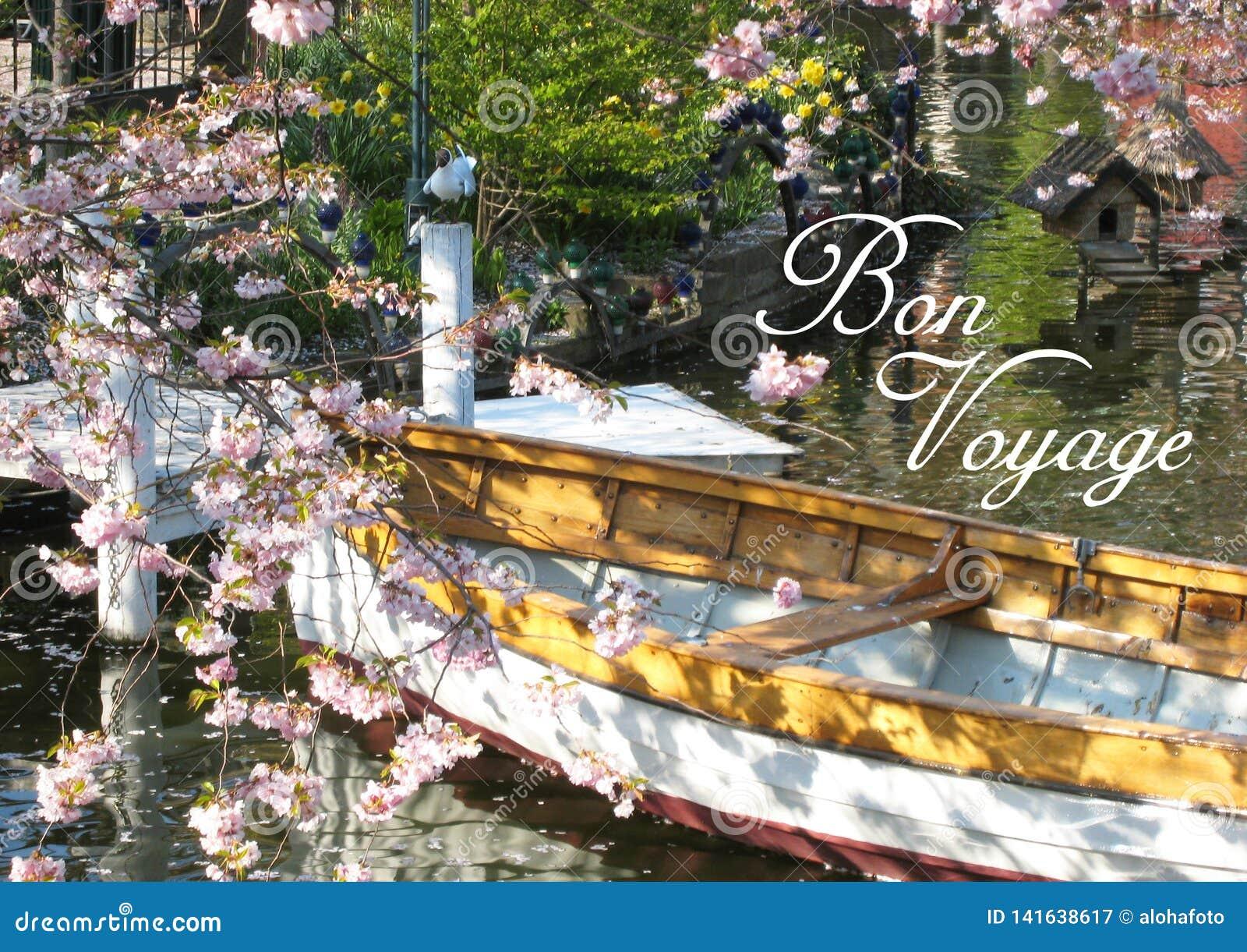 La postal con una vista de un barco de madera en Copenhague en Dinamarca rodeó maravillosamente por un mar de las flores del ‹del