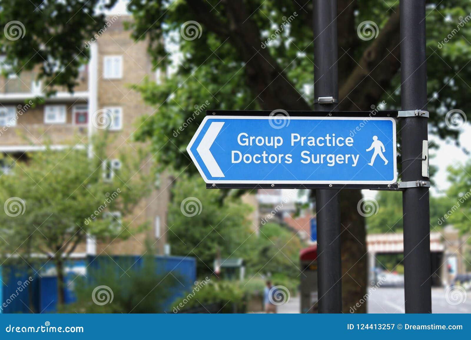 La pratique en matière de groupe soigne Surgery Sign