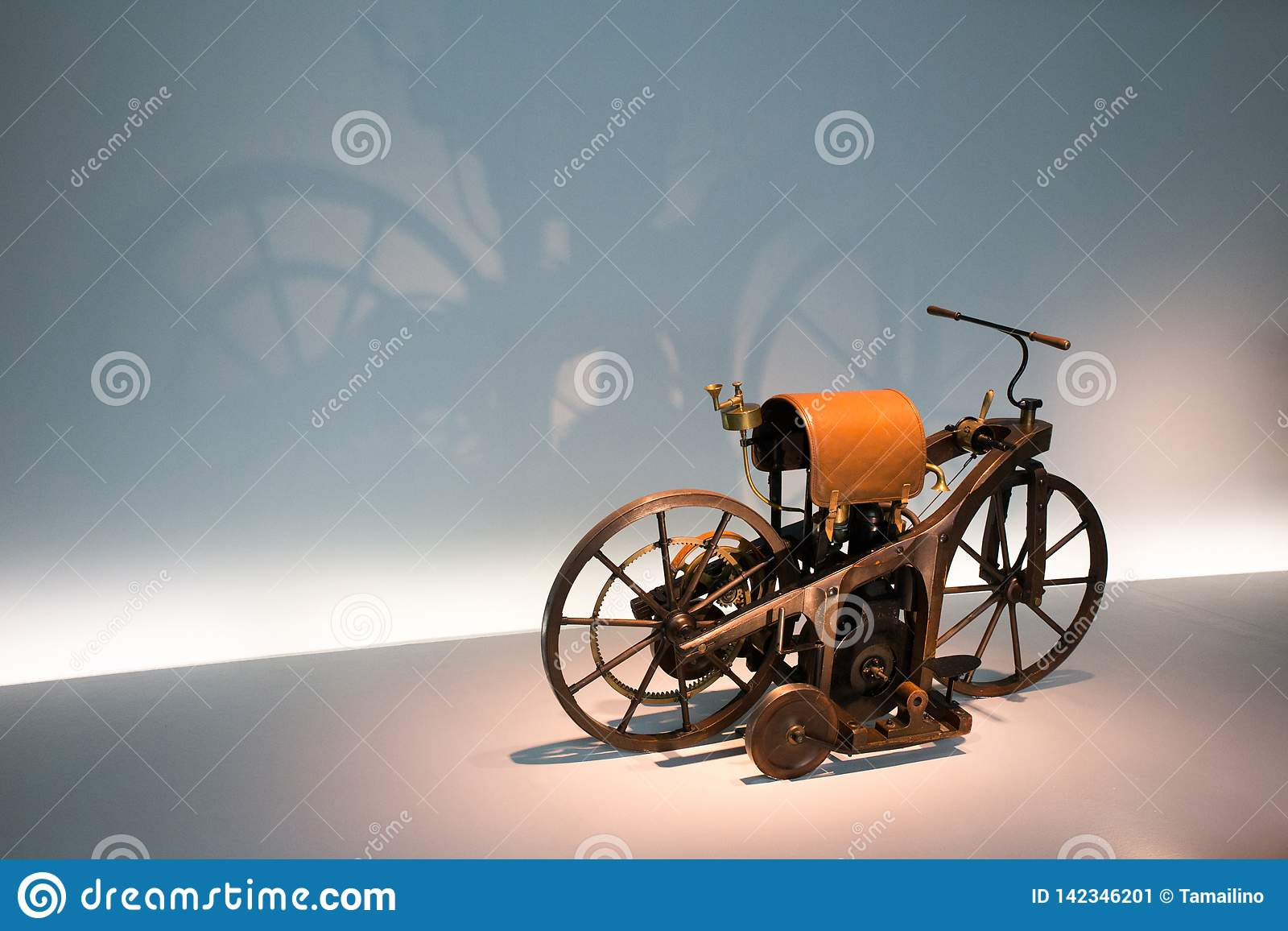 La première moto 1885