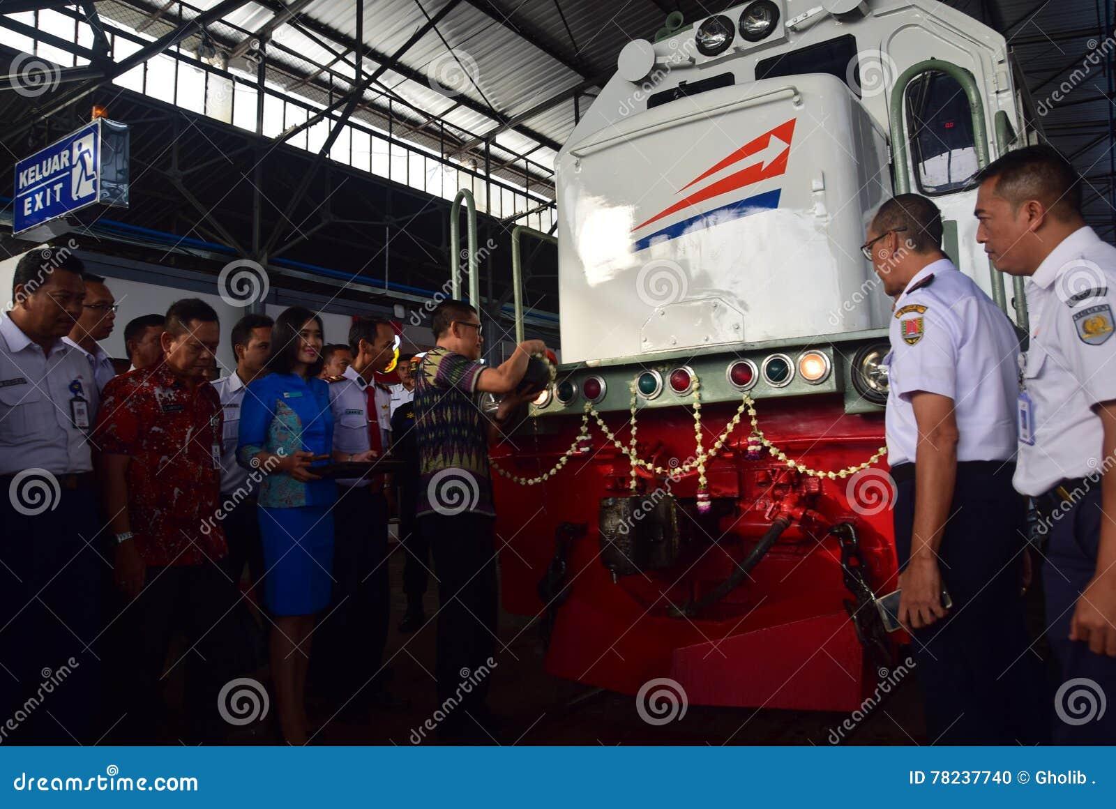 La premier del viaje de tren expreso de Ambarawa