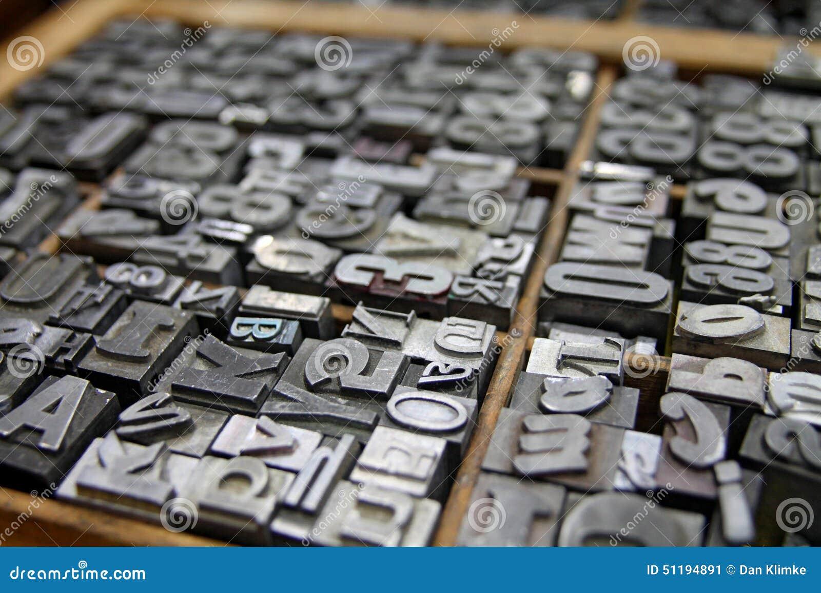 La prensa de copiar del metal mecanografía adentro a impresoras la caja