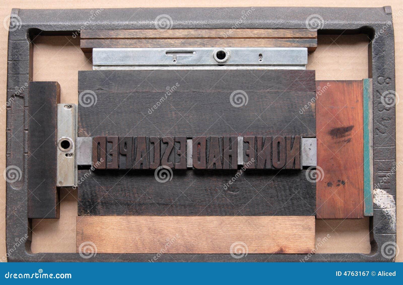 La prensa de copiar pulsa adentro la persecución de una impresora
