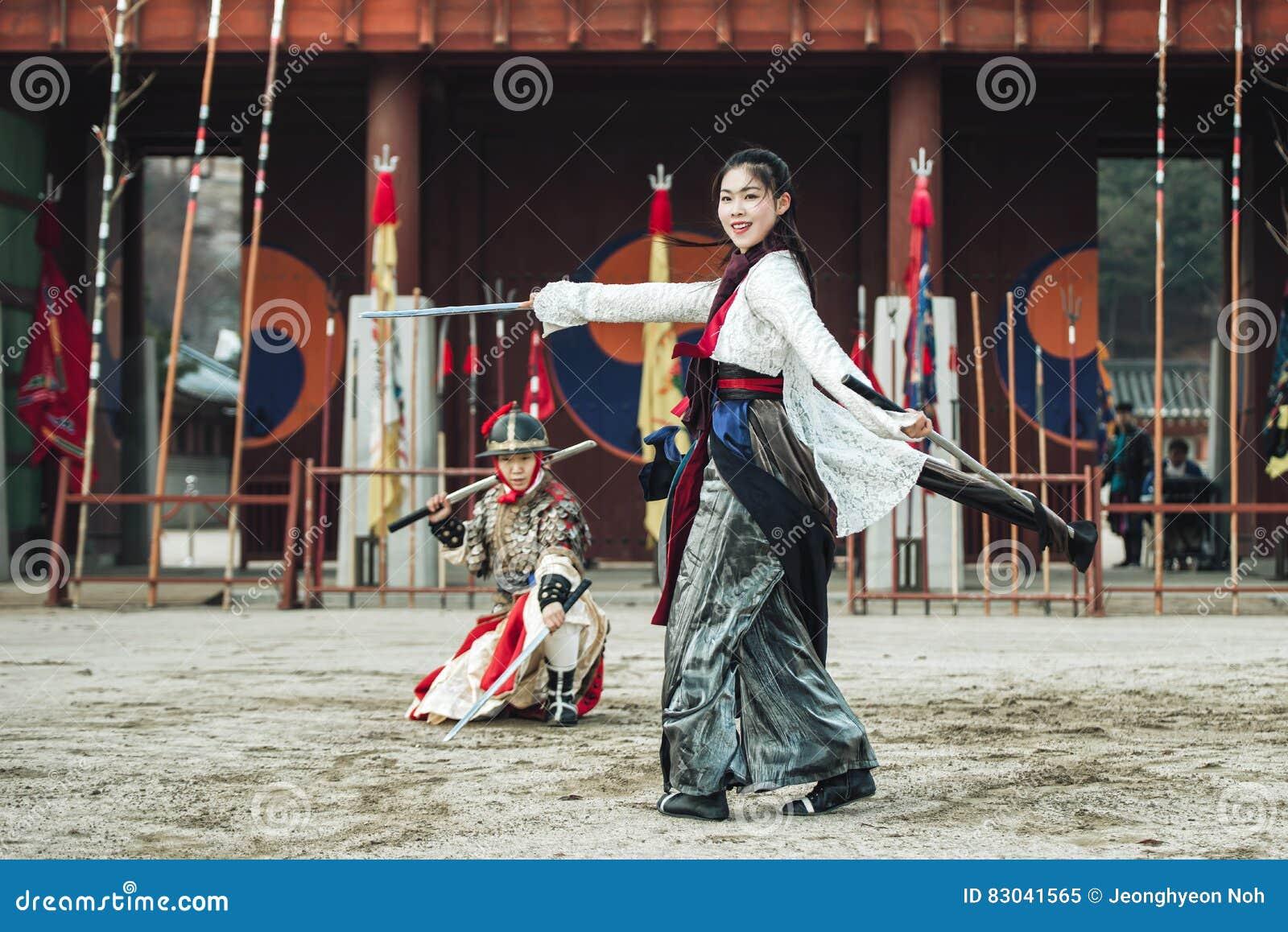La prestazione di prova di arti marziali tradizionali, il 23 dicembre 2016, Gyeonggi-fa, Suwon-si, Corea del Sud
