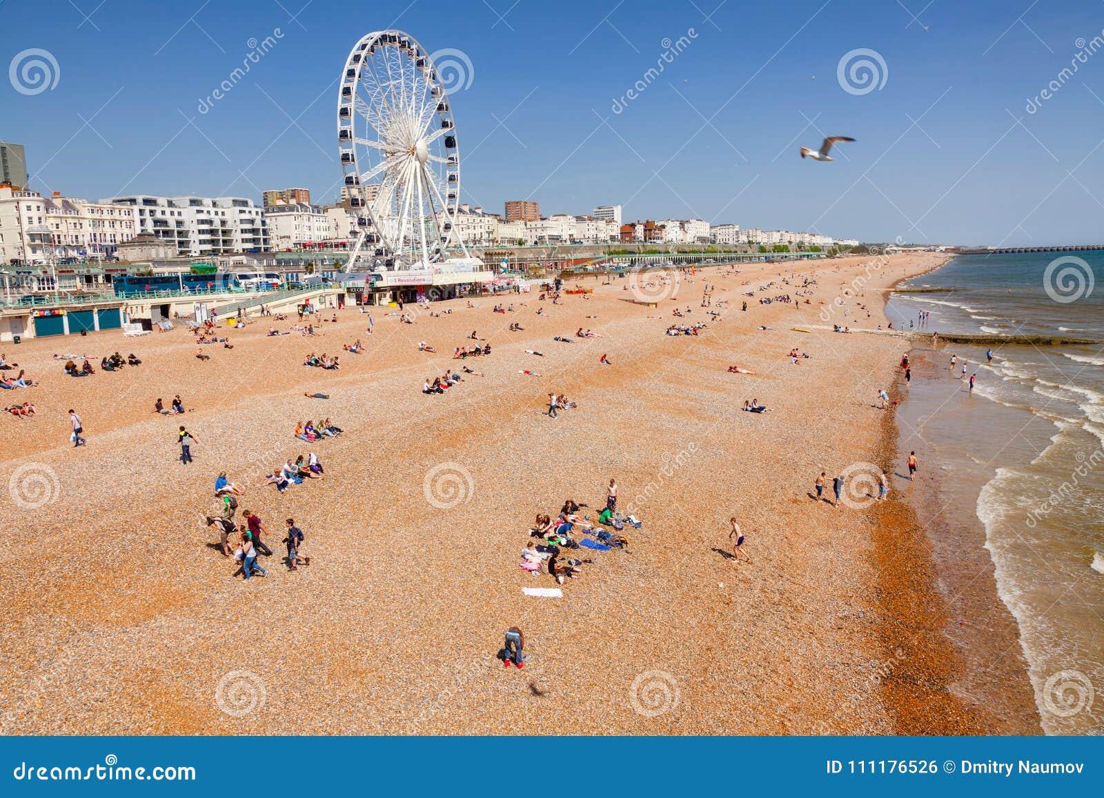 La  promenade  y la tabla de Brighton varan Sussex del este Inglés suroriental