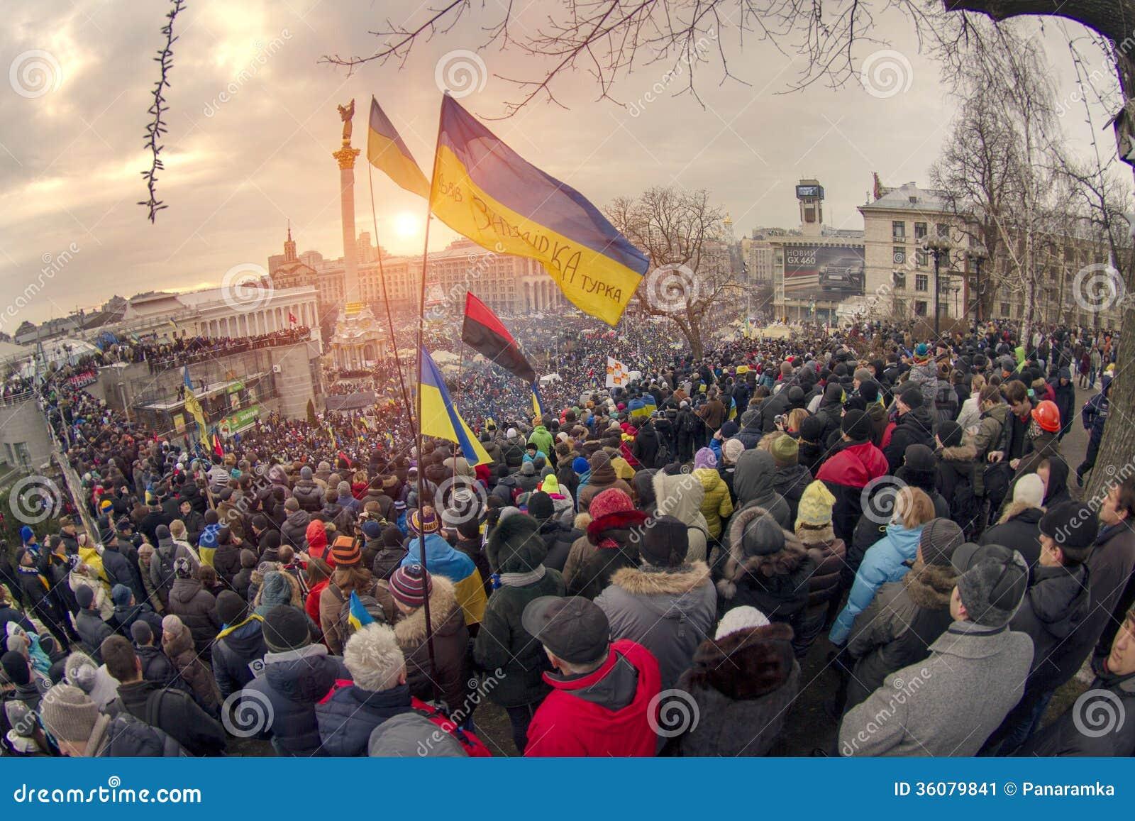 La protestation de masse contre les Ukrainiens pro-russes chassent Presiden