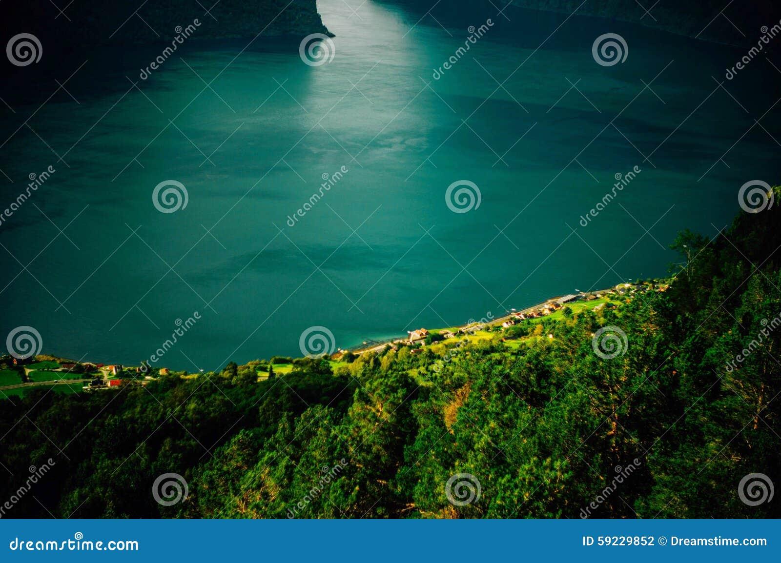 Download La puerta foto de archivo. Imagen de fiordo, montaña - 59229852