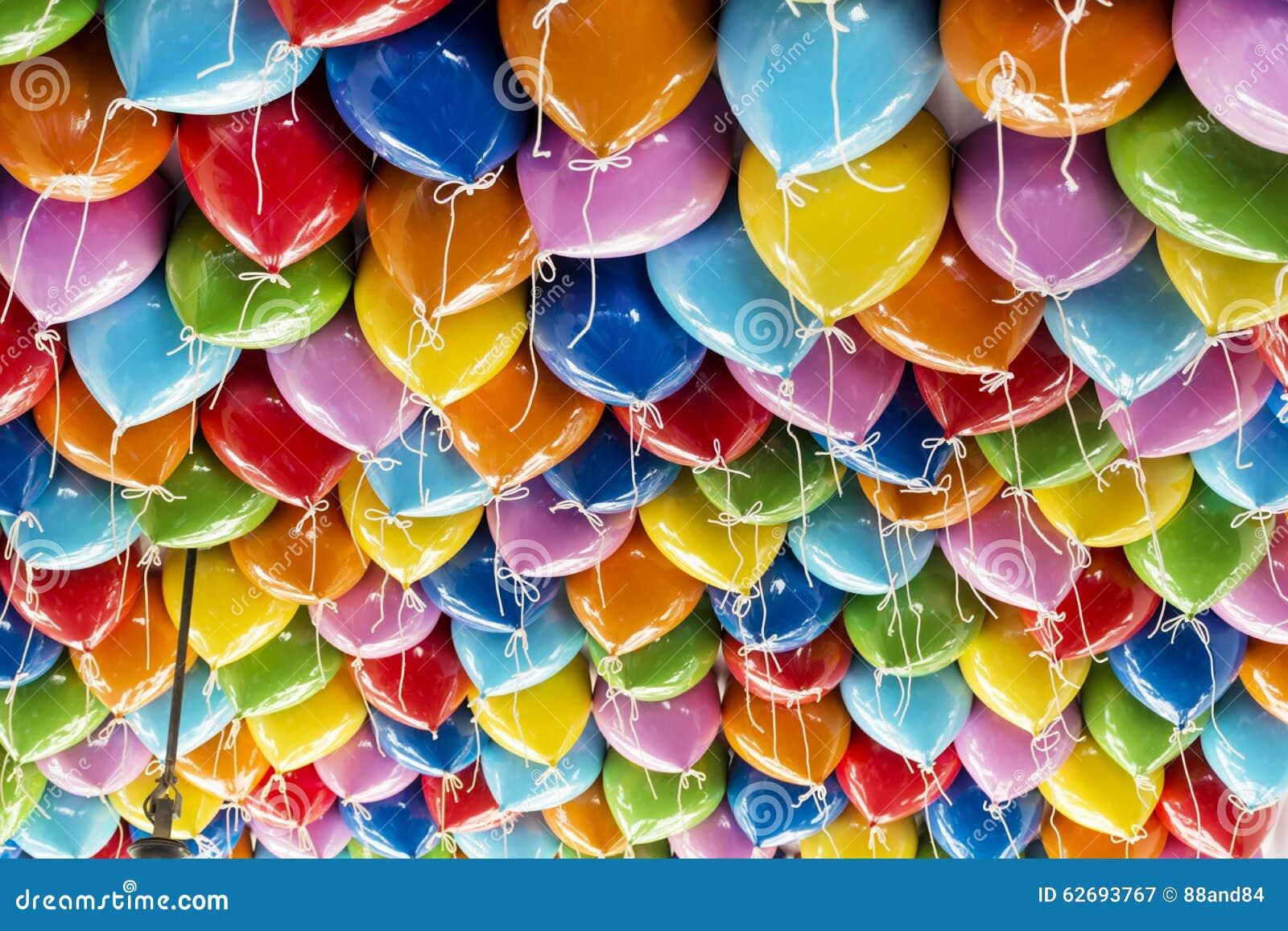 La réception colorée monte en ballon le fond
