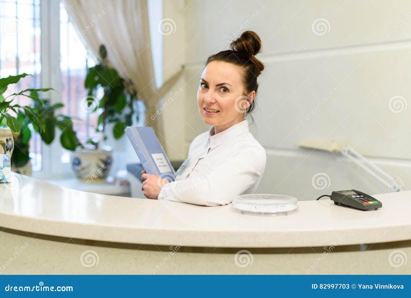 Réceptionniste bureau de dentiste receptionniste de bureau