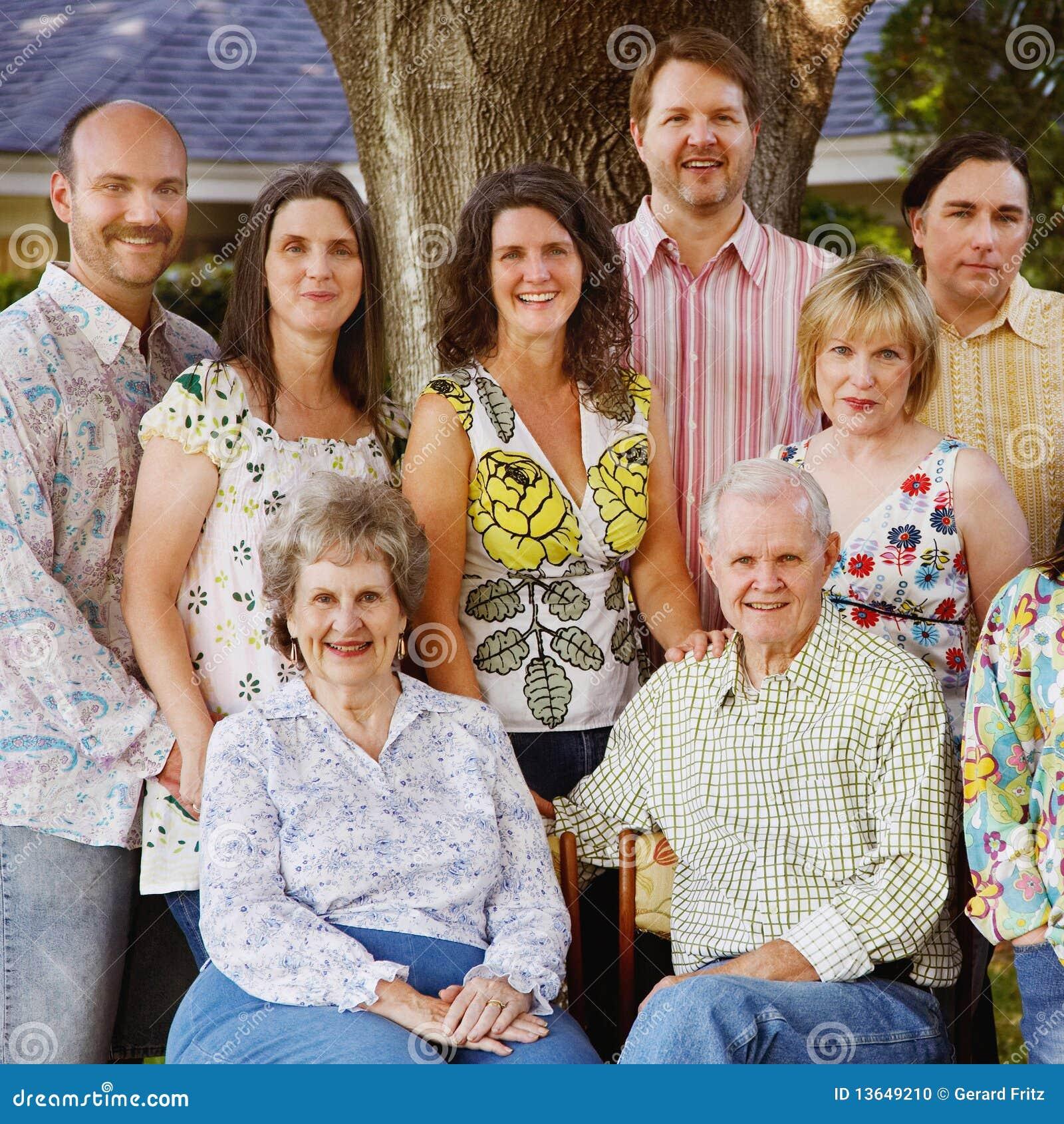 la r union de famille sur plusieurs g n rations photo stock image 13649210. Black Bedroom Furniture Sets. Home Design Ideas