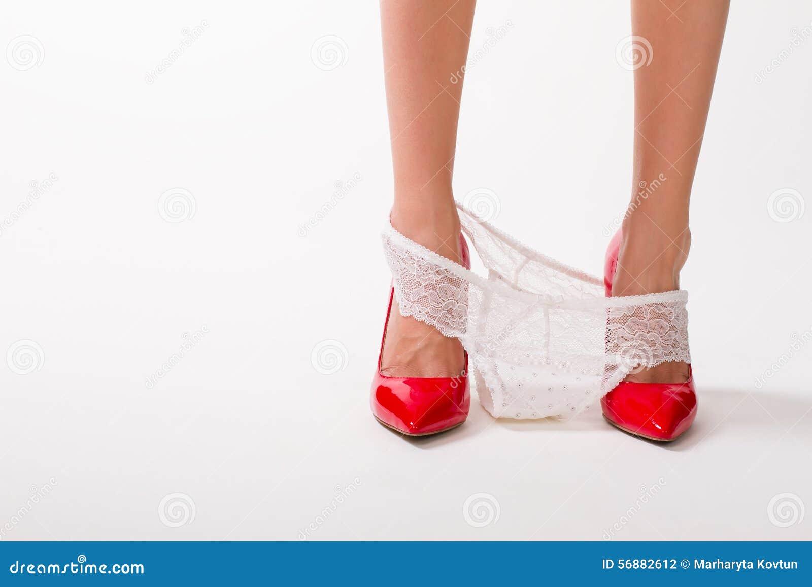 La ragazza ha decollato le sue mutandine