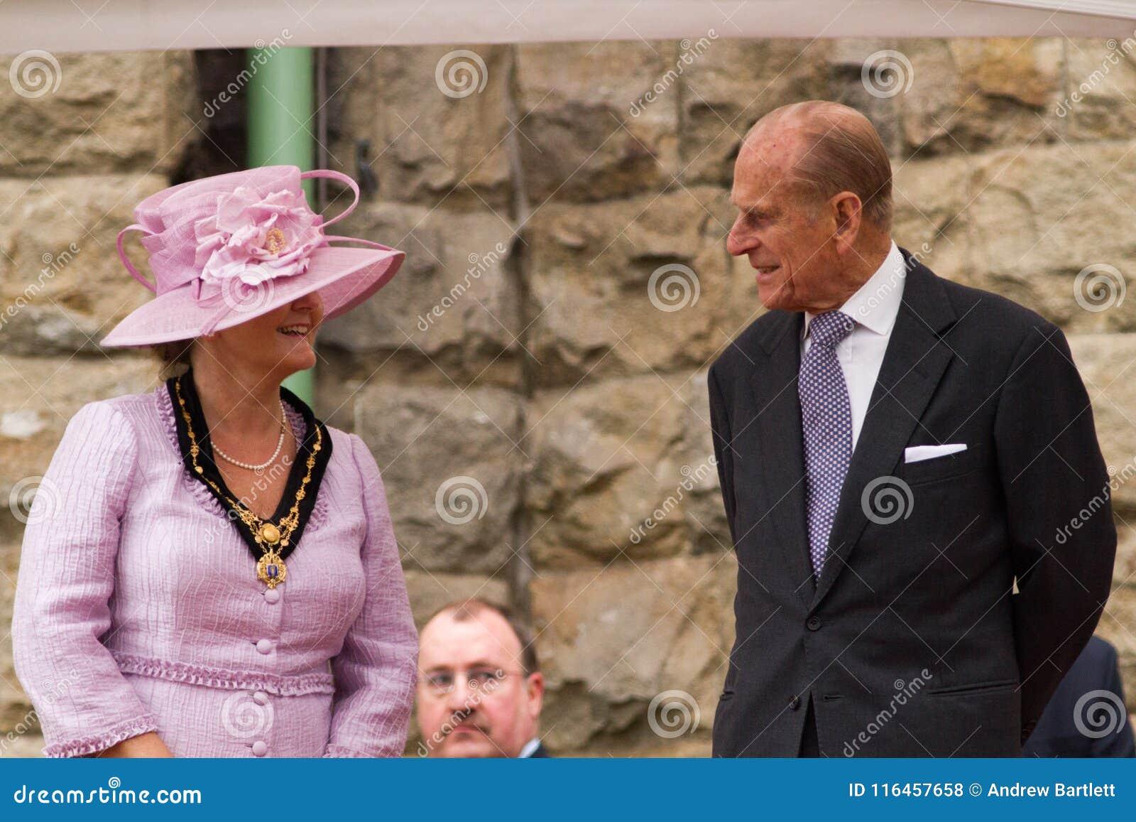 La reina y el príncipe Philip visitan Merthyr Tydfil, el Sur de Gales, Reino Unido