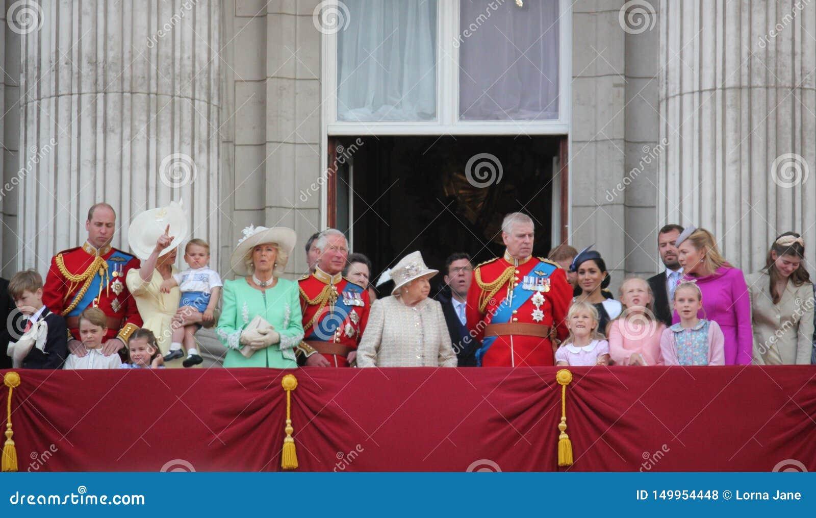 La Reine Elizabeth London R-U le 8 juin 2019 - Meghan Markle Prince Harry George William Charles Kate Middleton