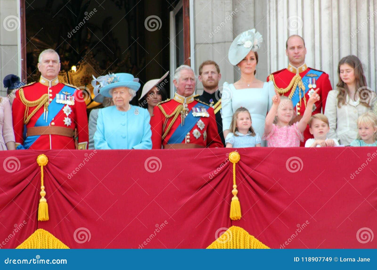 La Reine Elizabeth, Londres, R-U, le 9 juin 2018 - Meghan Markle, prince Harry, prince George William, Charles, Kate Middleton et